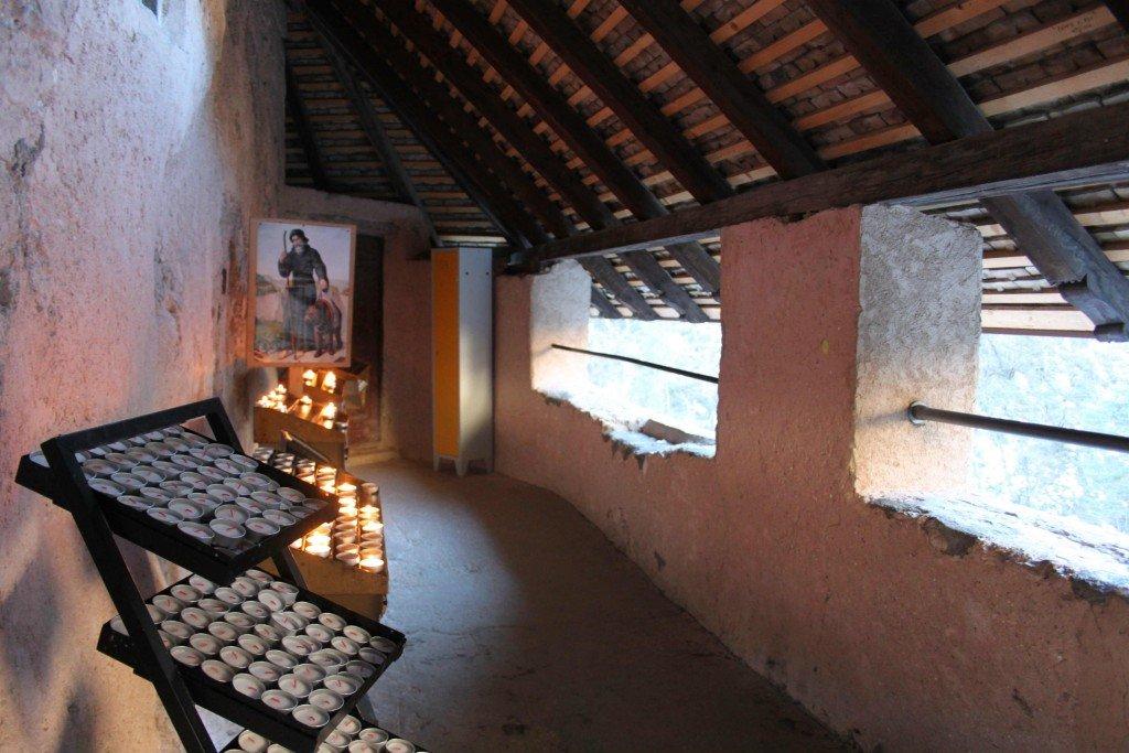tetto del santuario di san romedio val di non tiamotrentino