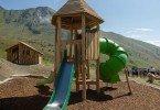 lo scivolo del villaggio delle marmotte, strutture in legno molto graziose