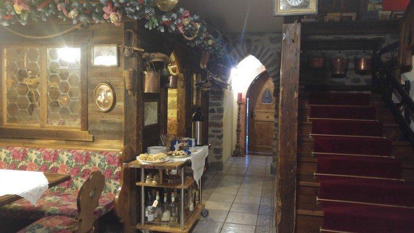 accogliente-ingresso-chalet-alpenrose-cogolo-val-di-pejo