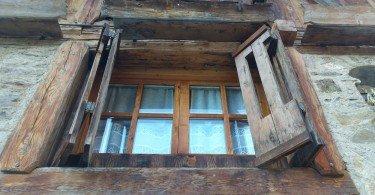 particolare-finestra-chalet-alpenrose-val-di-pejo